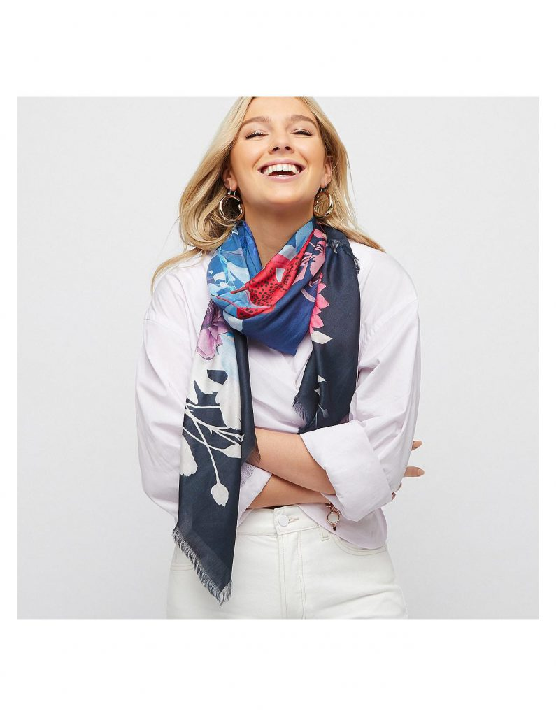 استفاده از روسری ابریشمی به عنوان گردنبند